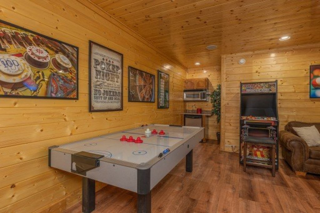 Photo of a Sevierville Cabin named Grand Timber Lodge - This is the thirtieth photo in the set.