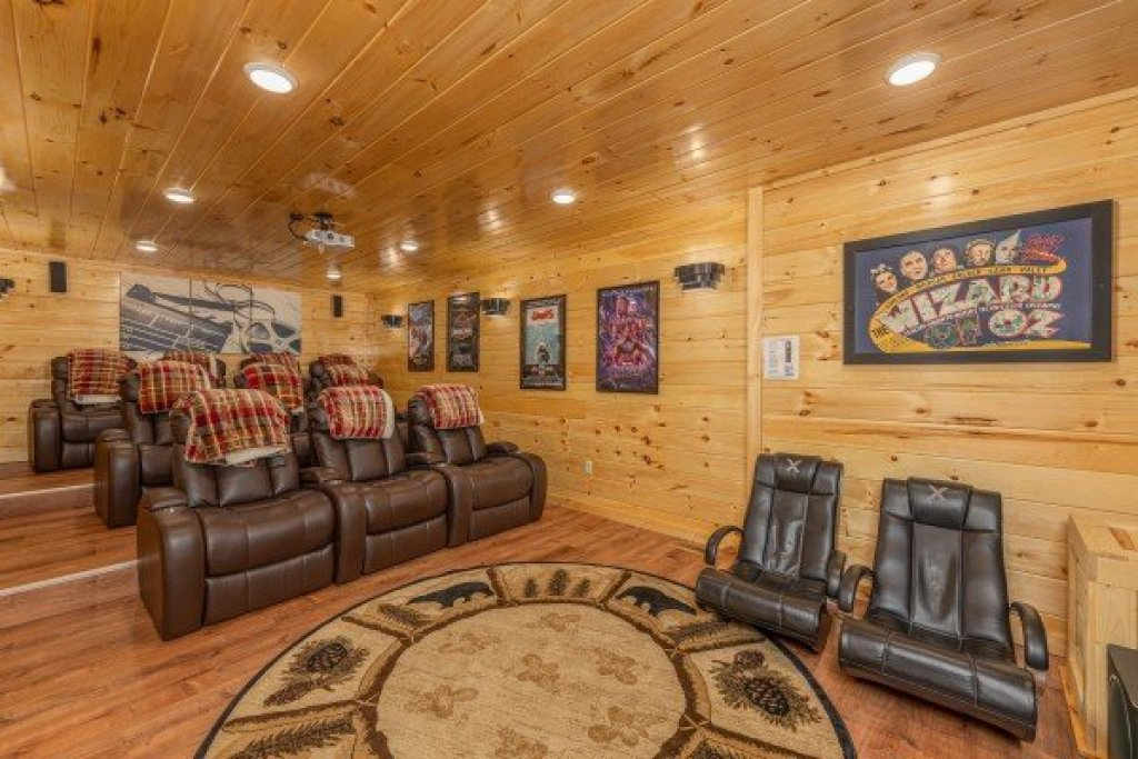Photo of a Sevierville Cabin named Grand Timber Lodge - This is the thirty-second photo in the set.
