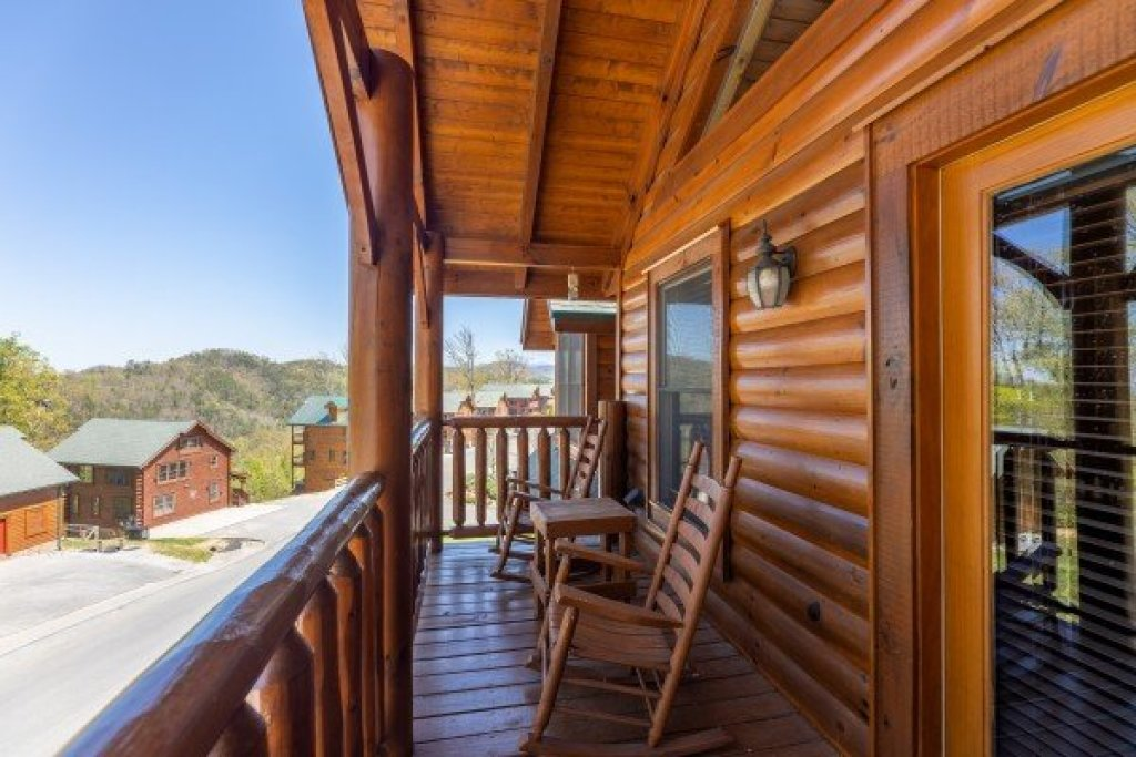 Photo of a Sevierville Cabin named Grand Timber Lodge - This is the fifty-first photo in the set.
