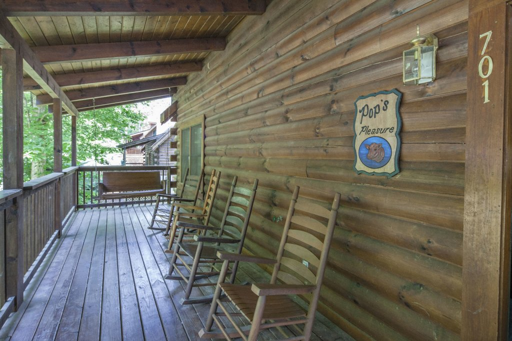 Photo of a Pigeon Forge Cabin named  Treasure Mountain - This is the eight hundred and twenty-fifth photo in the set.
