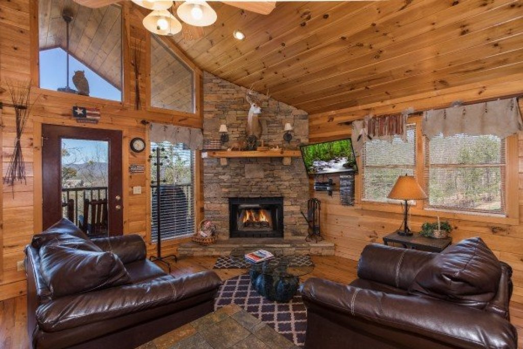 Photo of a Sevierville Cabin named A View To A Thrill - This is the second photo in the set.