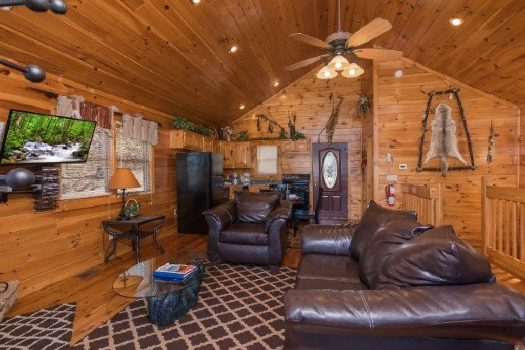 Photo of a Sevierville Cabin named A View To A Thrill - This is the third photo in the set.