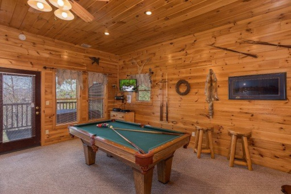 Photo of a Sevierville Cabin named A View To A Thrill - This is the eleventh photo in the set.