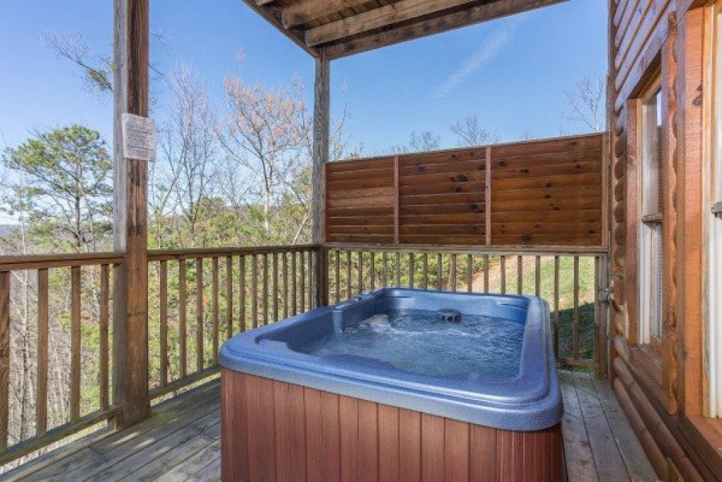 Photo of a Sevierville Cabin named A View To A Thrill - This is the fourteenth photo in the set.
