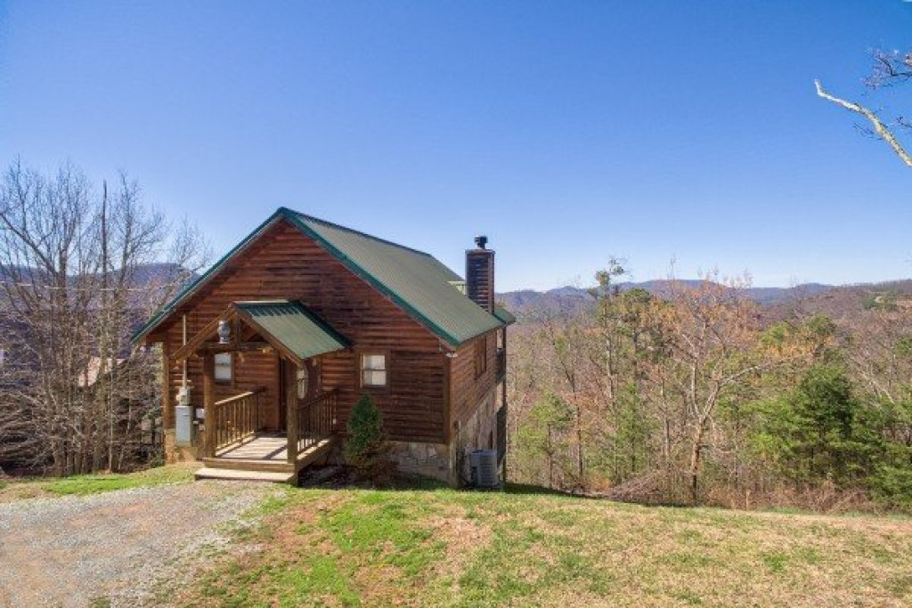 Photo of a Sevierville Cabin named A View To A Thrill - This is the first photo in the set.