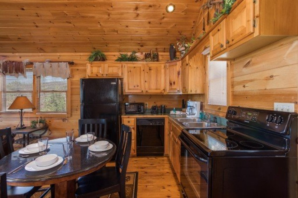 Photo of a Sevierville Cabin named A View To A Thrill - This is the fifth photo in the set.