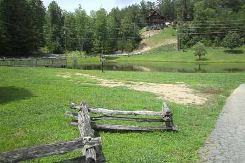 Photo of a Sevierville Cabin named A View To A Thrill - This is the eighteenth photo in the set.