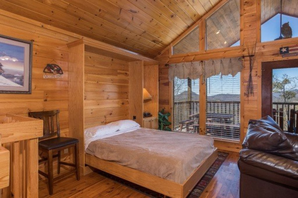 Photo of a Sevierville Cabin named A View To A Thrill - This is the ninth photo in the set.