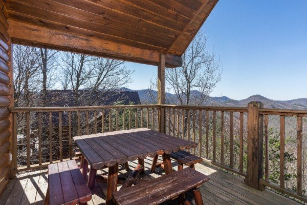 Photo of a Sevierville Cabin named A View To A Thrill - This is the sixth photo in the set.