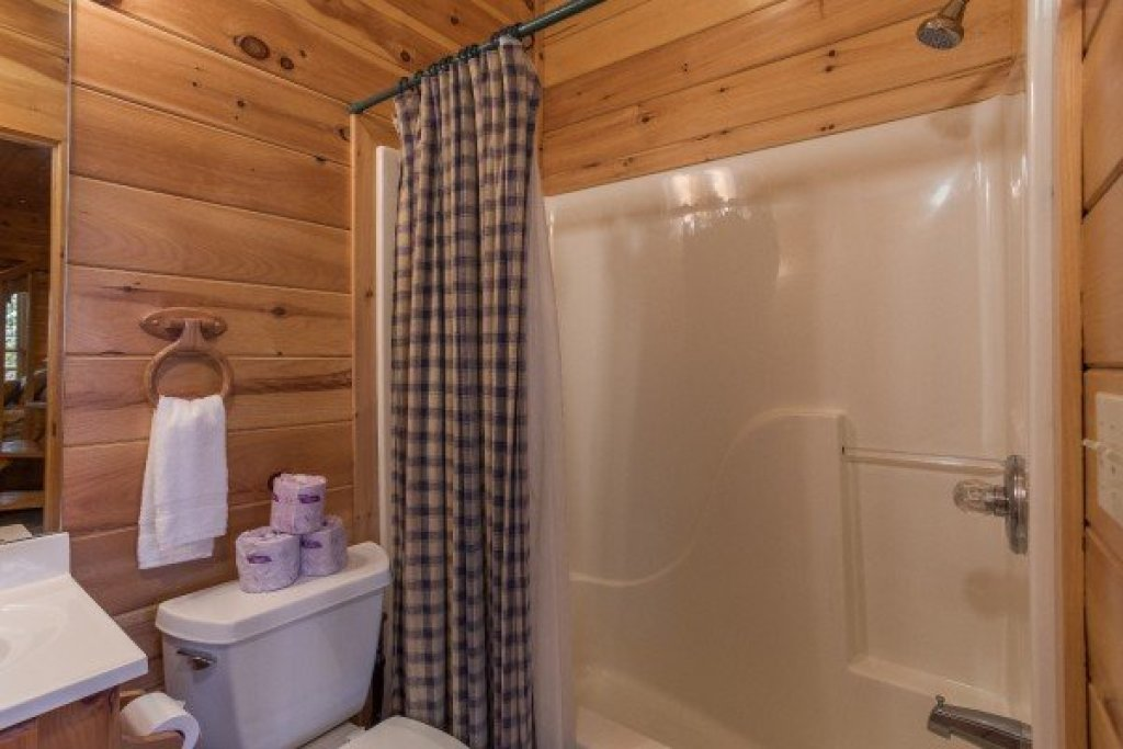 Photo of a Sevierville Cabin named A View To A Thrill - This is the thirteenth photo in the set.