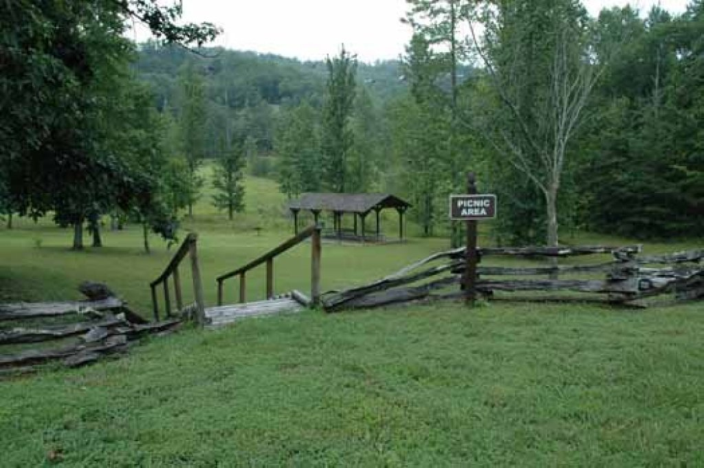 Photo of a Sevierville Cabin named A View To A Thrill - This is the twentieth photo in the set.