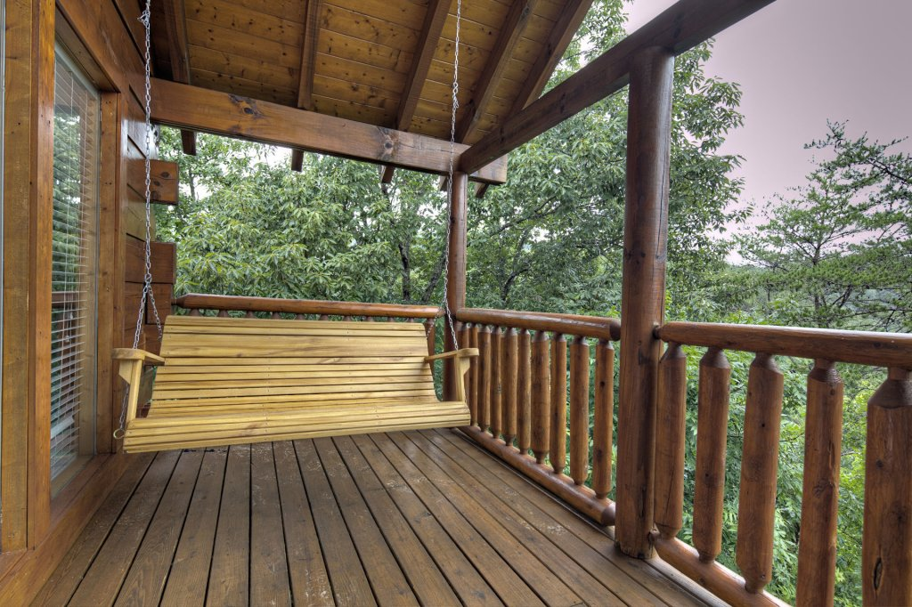 Photo of a Sevierville Cabin named  Almost Paradise - This is the eight hundred and seventy-fifth photo in the set.