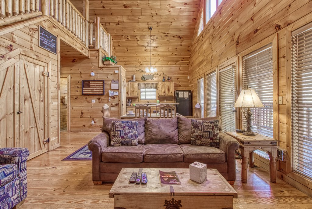 Photo of a Pigeon Forge Cabin named Shamrock Lodge #215 - This is the sixth photo in the set.