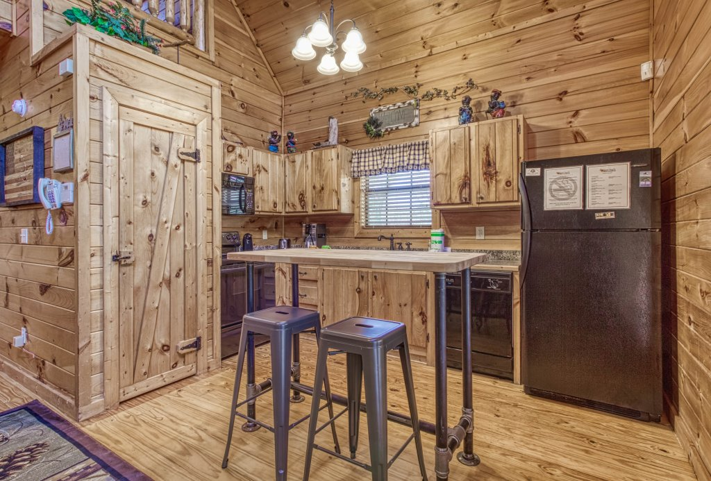 Photo of a Pigeon Forge Cabin named Shamrock Lodge #215 - This is the tenth photo in the set.