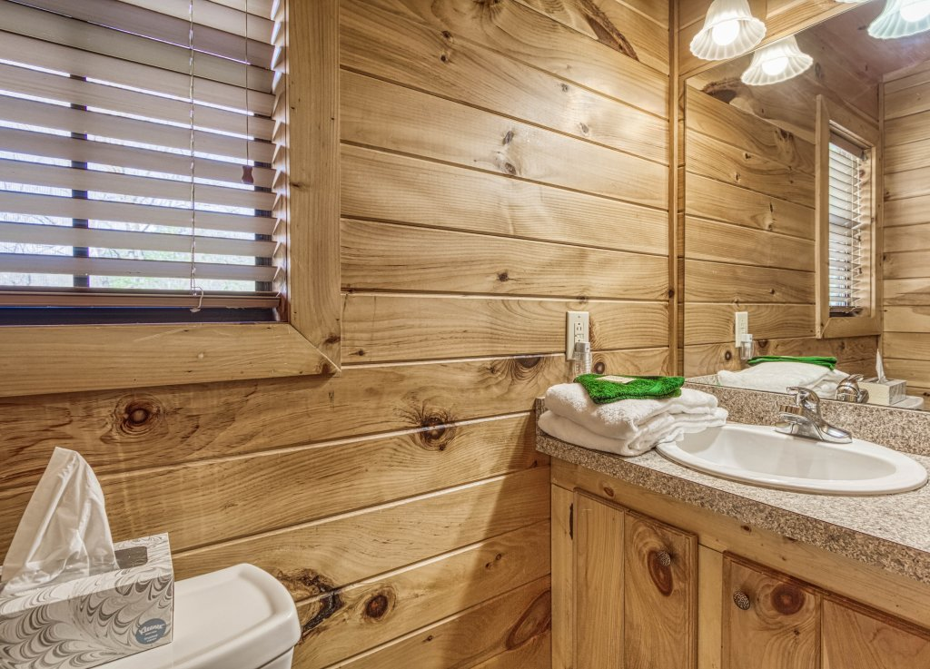 Photo of a Pigeon Forge Cabin named Shamrock Lodge #215 - This is the twenty-second photo in the set.