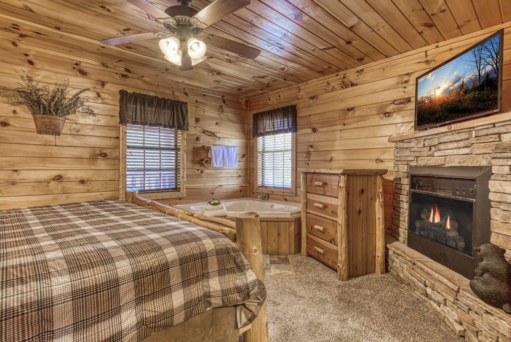 Photo of a Pigeon Forge Cabin named Shamrock Lodge #215 - This is the twentieth photo in the set.