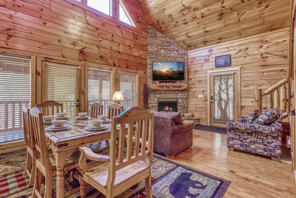 Photo of a Pigeon Forge Cabin named Shamrock Lodge #215 - This is the thirtieth photo in the set.