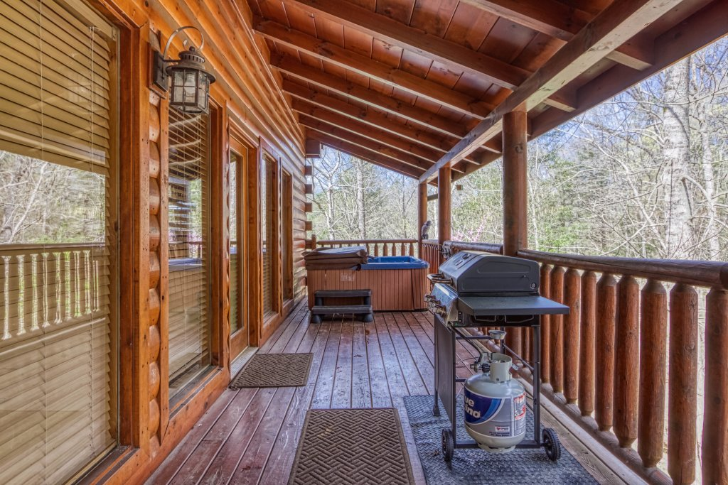 Photo of a Pigeon Forge Cabin named Shamrock Lodge #215 - This is the thirty-third photo in the set.