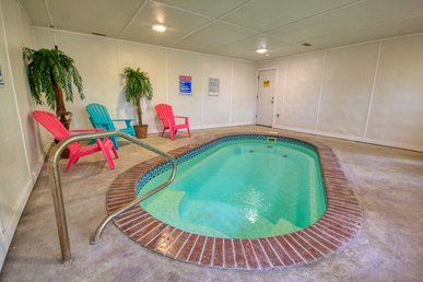 Pigeon Forge Private Indoor Swimming Pool Cabin! Air Hockey & Arcade Game!