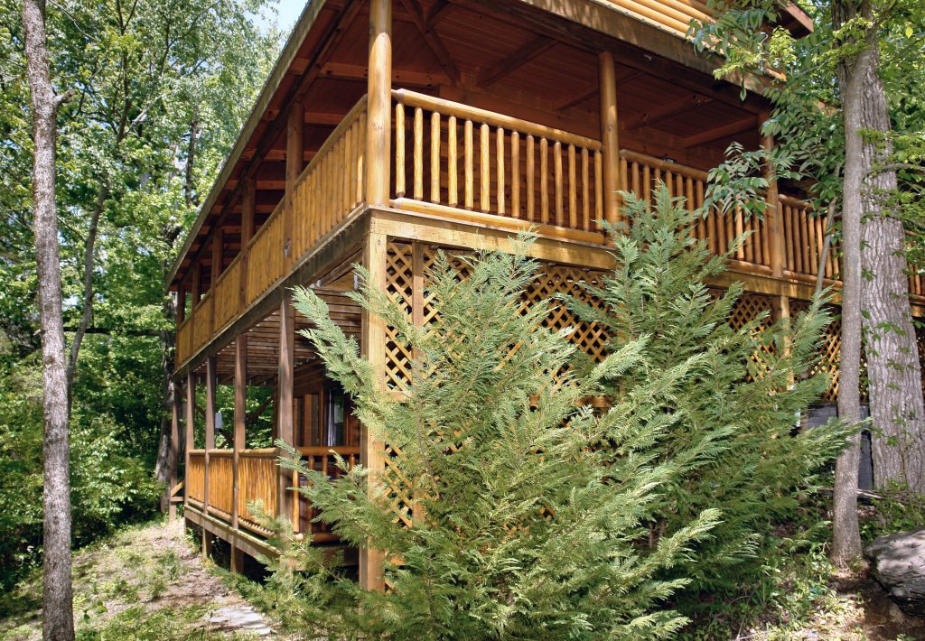 Photo of a Pigeon Forge Cabin named Skinny Dippin' #261 - This is the nineteenth photo in the set.