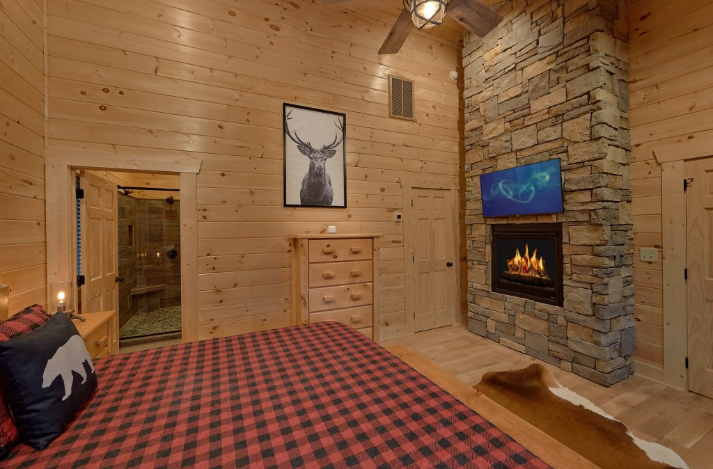 Photo of a Gatlinburg Cabin named Misty Mountain Adventure Lodge - This is the forty-second photo in the set.