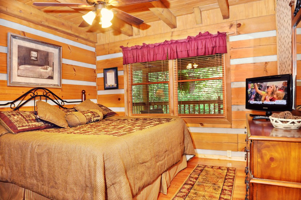 Photo of a Pigeon Forge Cabin named The Loon's Nest (formerly C.o.24) - This is the five hundred and fortieth photo in the set.
