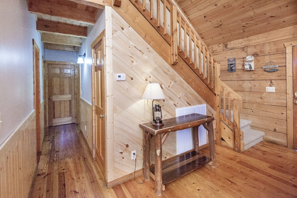 Photo of a Pigeon Forge Cabin named  Best Of Both Worlds - This is the one thousand eight hundredth photo in the set.