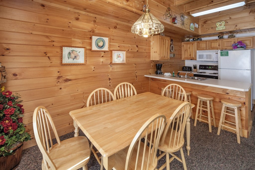 Photo of a Pigeon Forge Cabin named  Black Bear Hideaway - This is the five hundred and twenty-seventh photo in the set.