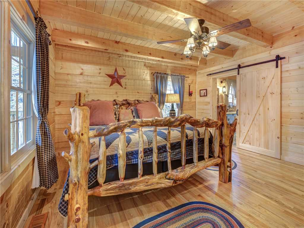 Photo of a Gatlinburg Cabin named Cozy Cub Hideaway - This is the fourteenth photo in the set.