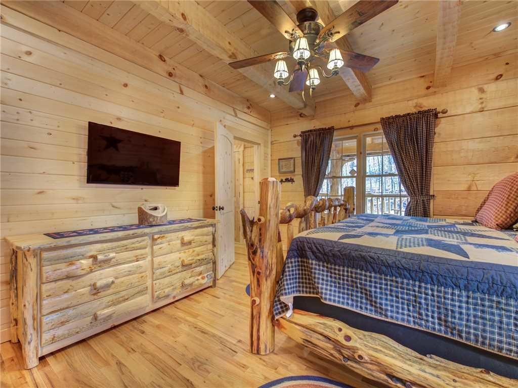 Photo of a Gatlinburg Cabin named Cozy Cub Hideaway - This is the fifteenth photo in the set.