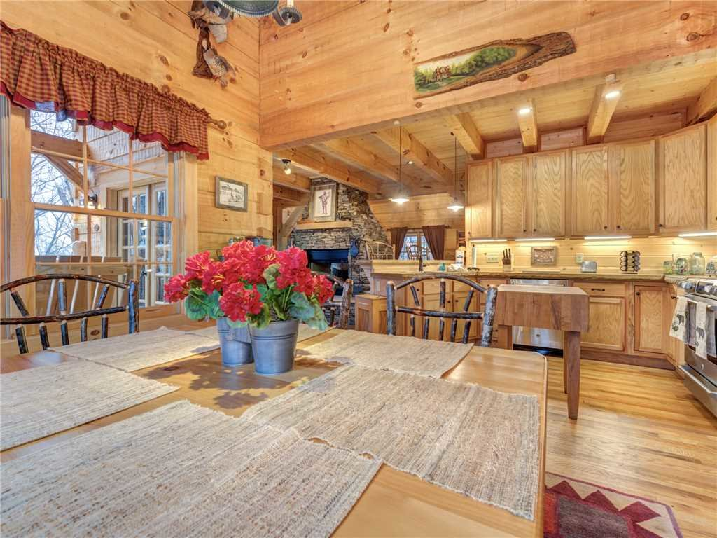 Photo of a Gatlinburg Cabin named Cozy Cub Hideaway - This is the eighth photo in the set.