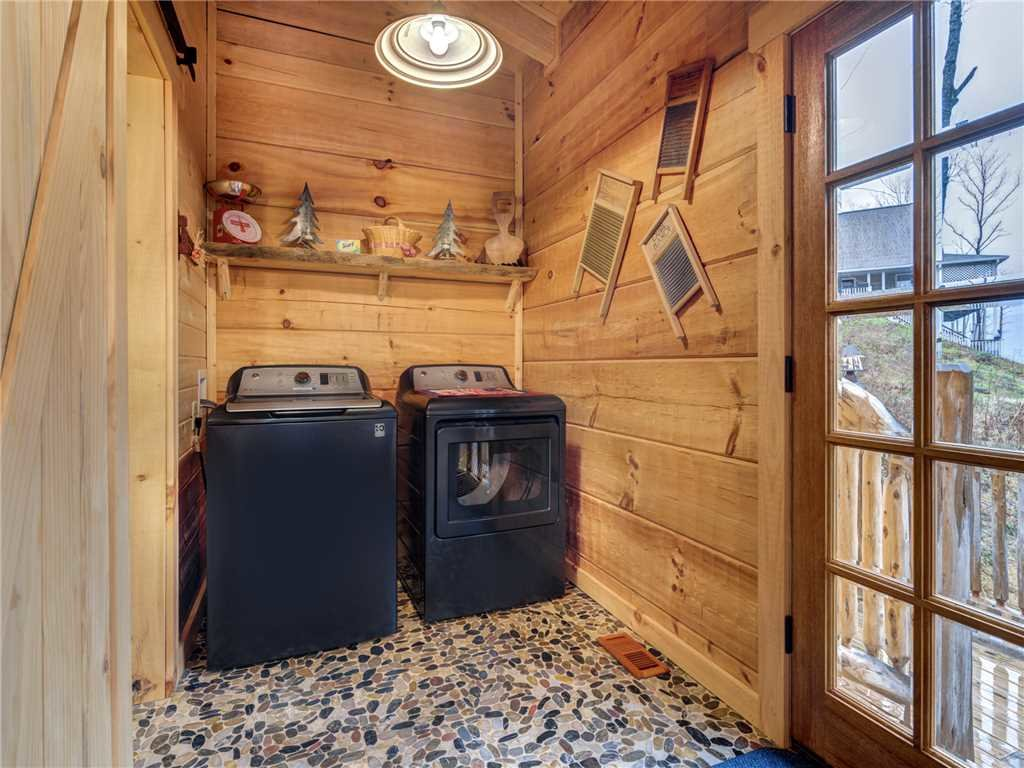 Photo of a Gatlinburg Cabin named Cozy Cub Hideaway - This is the twenty-first photo in the set.