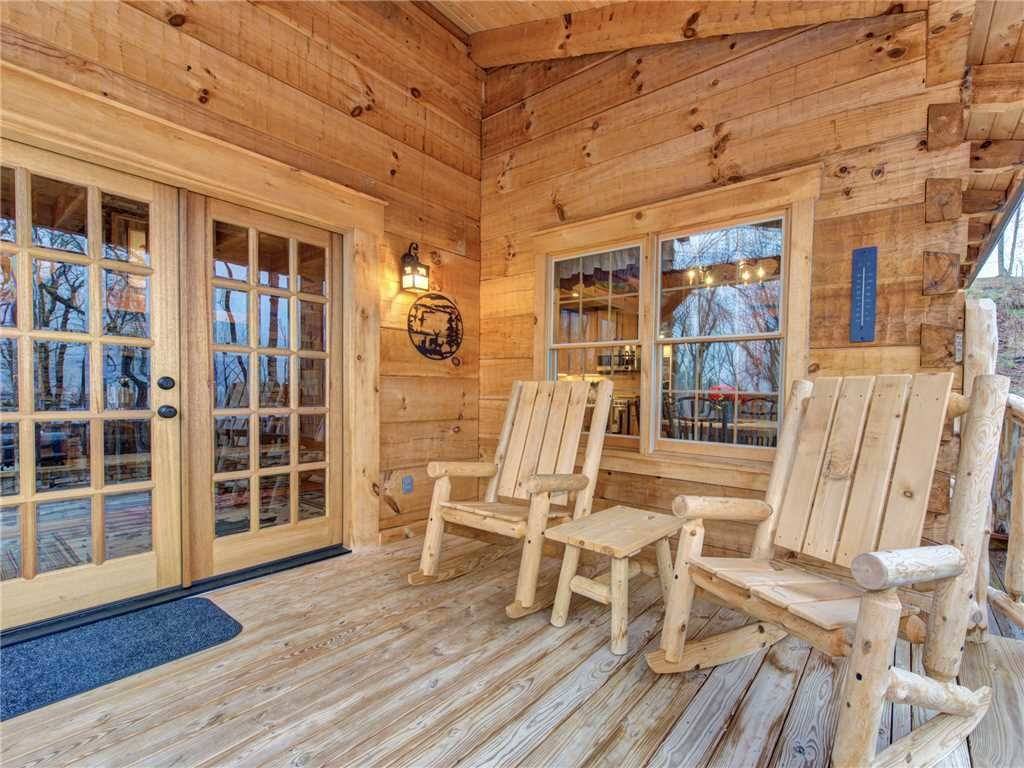 Photo of a Gatlinburg Cabin named Cozy Cub Hideaway - This is the first photo in the set.