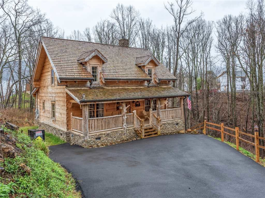 Photo of a Gatlinburg Cabin named Cozy Cub Hideaway - This is the twenty-fourth photo in the set.