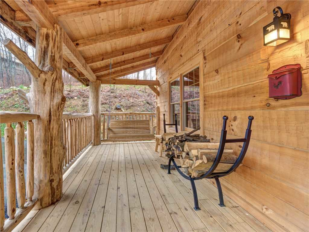 Photo of a Gatlinburg Cabin named Cozy Cub Hideaway - This is the twenty-third photo in the set.