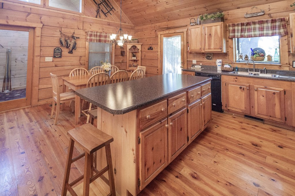 Photo of a Pigeon Forge Cabin named  Best Of Both Worlds - This is the five hundred and seventeenth photo in the set.