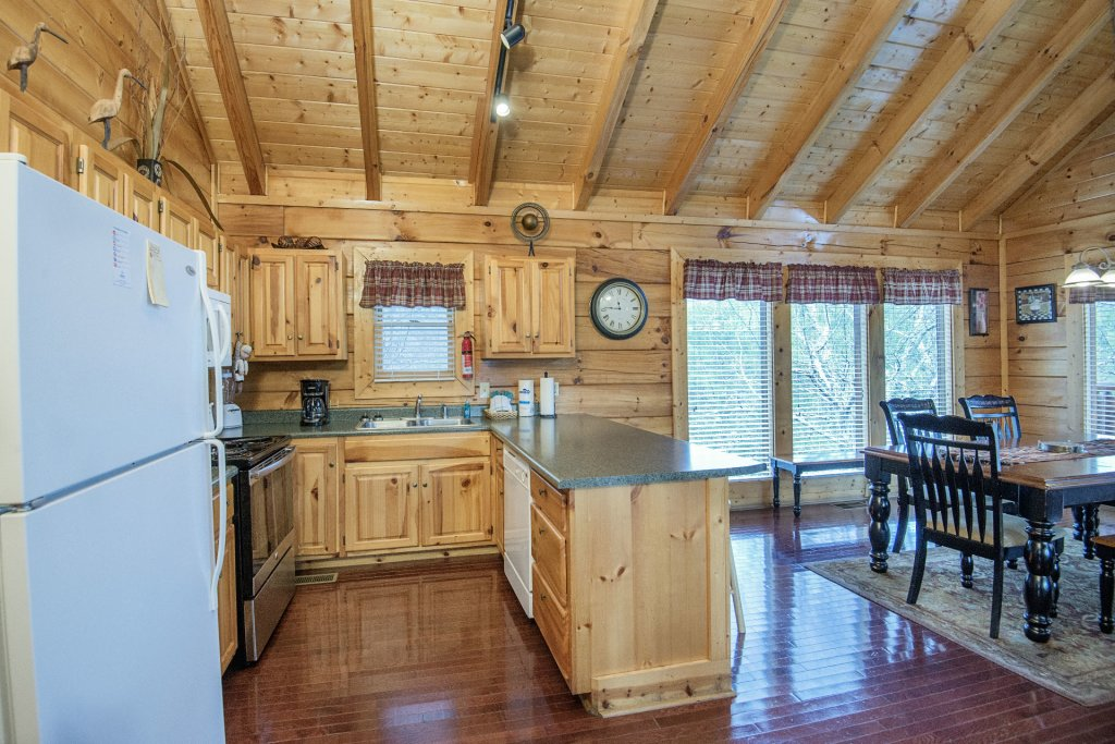Photo of a Sevierville Cabin named  Almost Paradise - This is the four hundred and seventieth photo in the set.