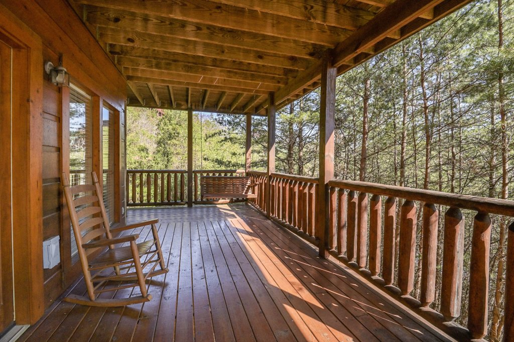 Photo of a Sevierville Cabin named Hillside Retreat - This is the one thousand four hundred and sixty-sixth photo in the set.