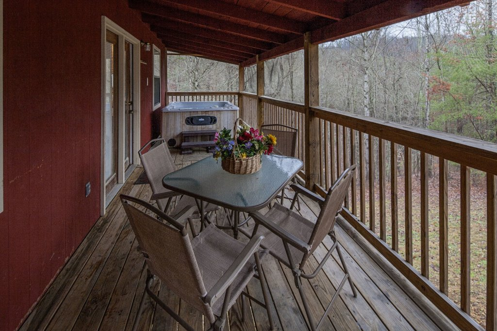 Photo of a Pigeon Forge Cabin named Natures View - This is the one thousand one hundred and thirteenth photo in the set.