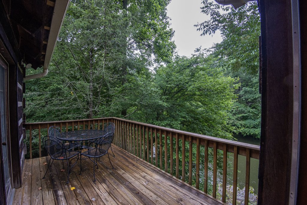 Photo of a Pigeon Forge Cabin named Valhalla - This is the two thousand five hundred and sixty-sixth photo in the set.