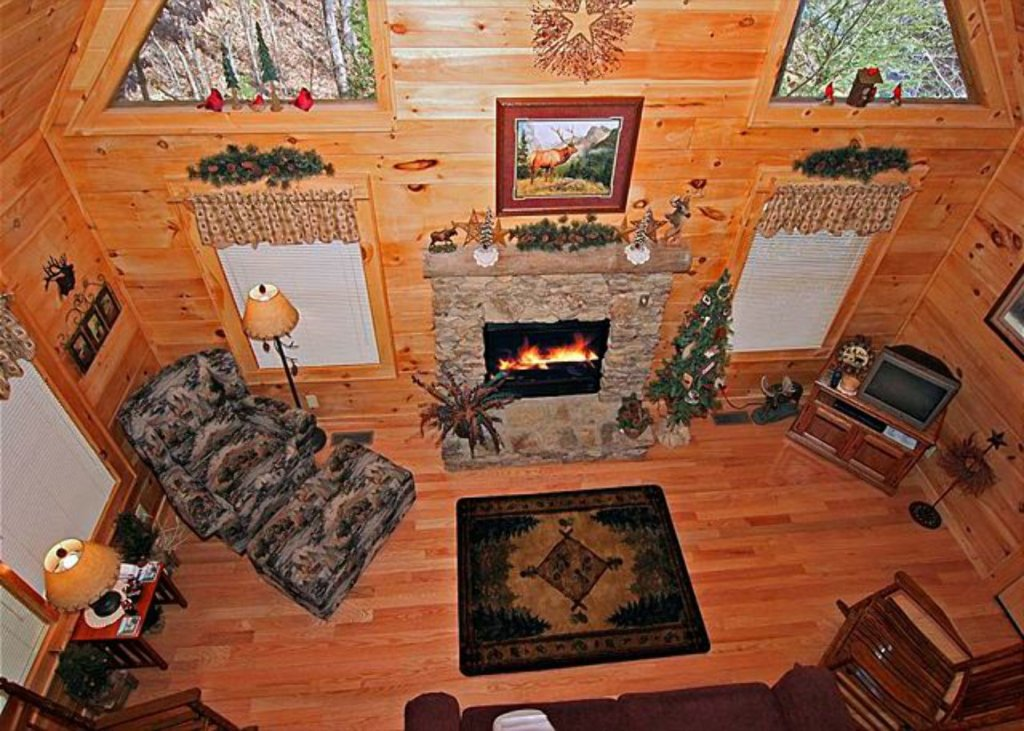 Photo of a Pigeon Forge Cabin named Mystic Mountain - This is the two hundred and seventy-fourth photo in the set.