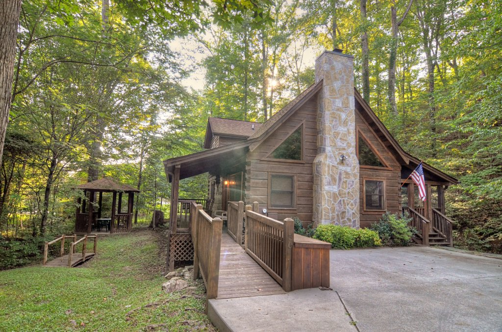 Photo of a Pigeon Forge Cabin named  Creekside - This is the one hundred and fifty-seventh photo in the set.