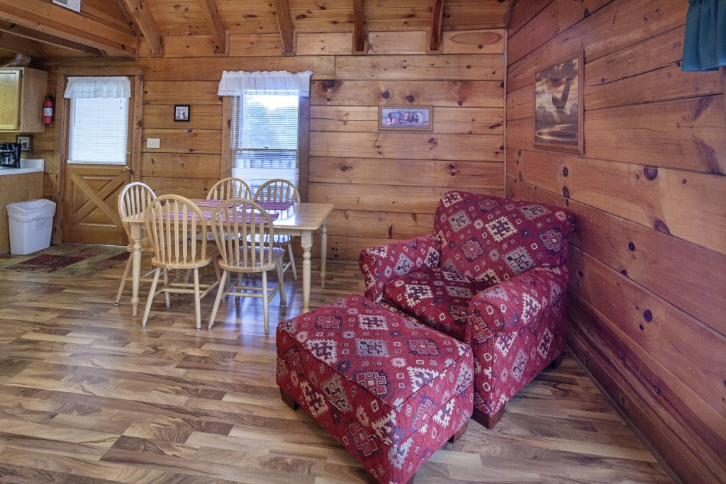 Photo of a Pigeon Forge Cabin named  The View - This is the four hundredth photo in the set.
