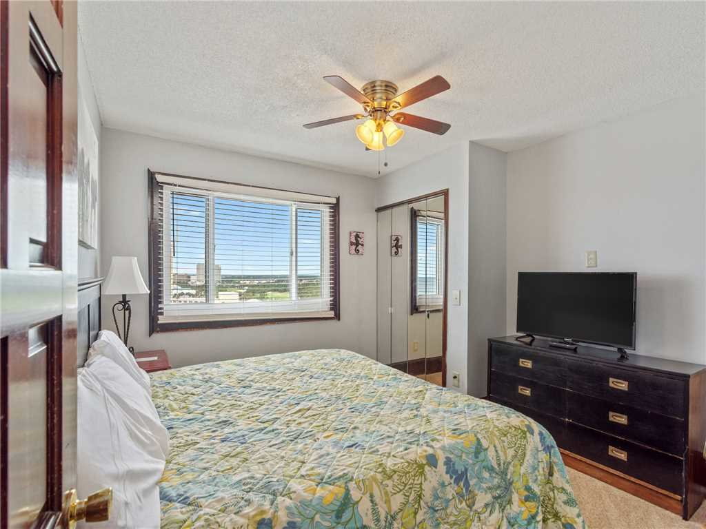 Photo of a Panama City Beach Condo named Summit Penthouse 1501 - This is the twenty-fourth photo in the set.