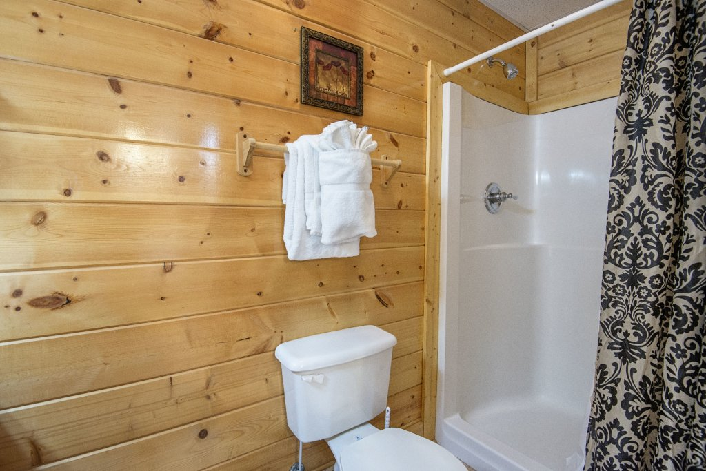 Photo of a Sevierville Cabin named  Almost Paradise - This is the one thousand four hundred and sixteenth photo in the set.