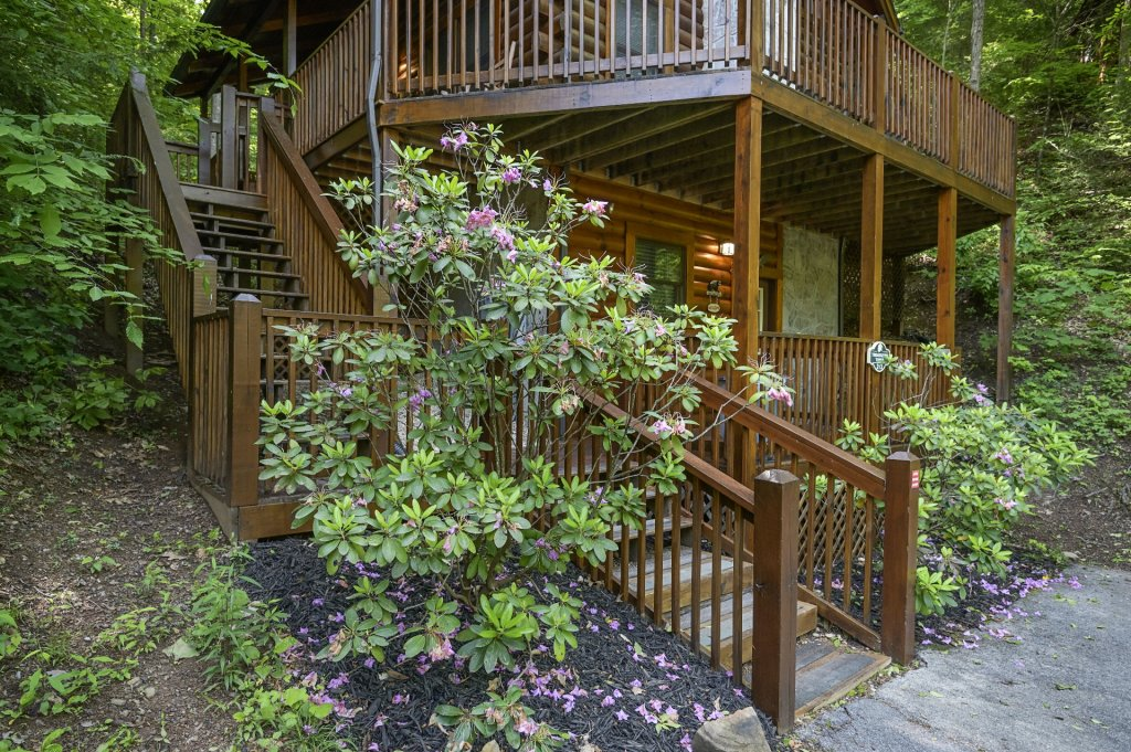 Photo of a Pigeon Forge Cabin named  Treasured Times - This is the three thousand one hundred and twelfth photo in the set.