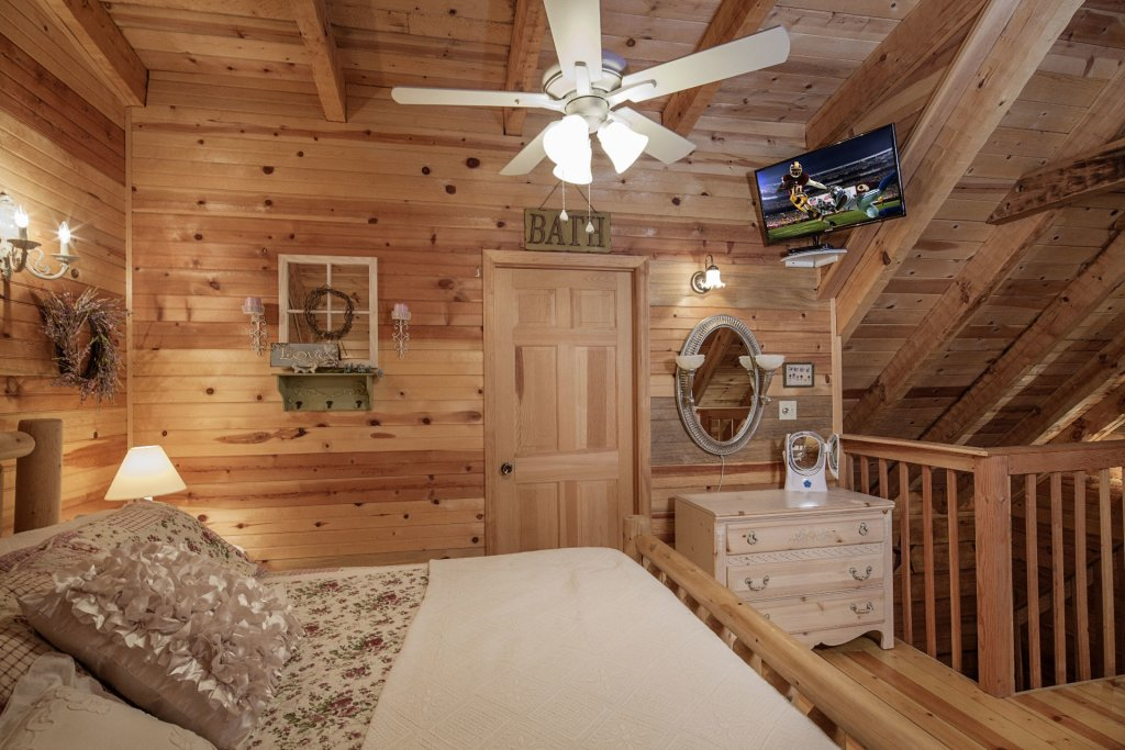 Photo of a Pigeon Forge Condo named  Jalyn's Treehouse - This is the one thousand three hundred and forty-second photo in the set.