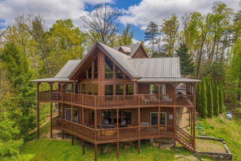 Photo of a Pigeon Forge Cabin named Mountain Laurel Lodge - This is the first photo in the set.