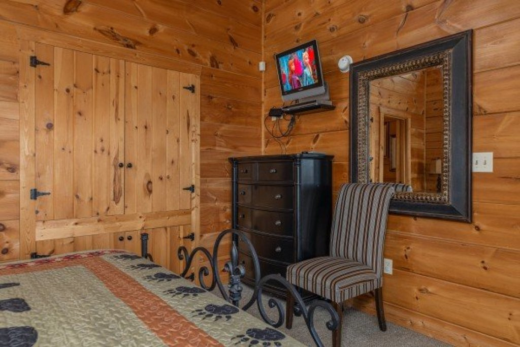 Photo of a Pigeon Forge Cabin named Mountain Laurel Lodge - This is the twelfth photo in the set.