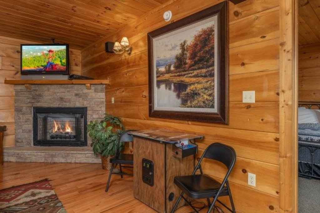 Photo of a Pigeon Forge Cabin named Mountain Laurel Lodge - This is the twenty-first photo in the set.